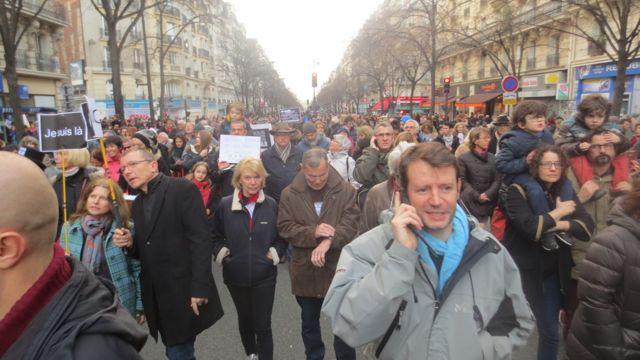 L'avenue de la République , et toutes ces rues adjacentes noire de monde