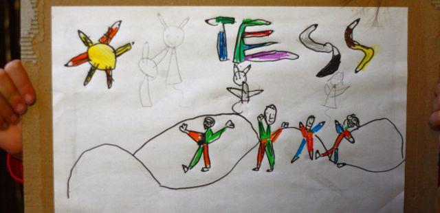 Des bonhommes crayons, un soleil crayon, et des lettres crayons... by Tess